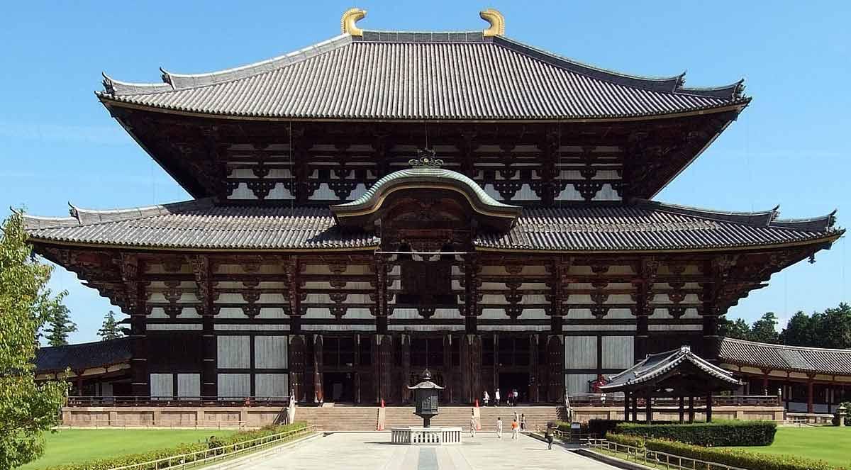 Le Tōdai-Ji (source : https://commons.wikimedia.org/wiki/File:Toshodaiji_Nara_Nara_pref01s5s4290.jpg )